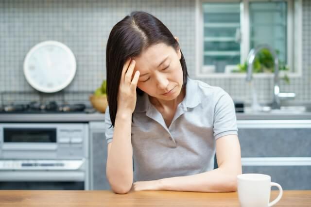 疲れた女性-210604